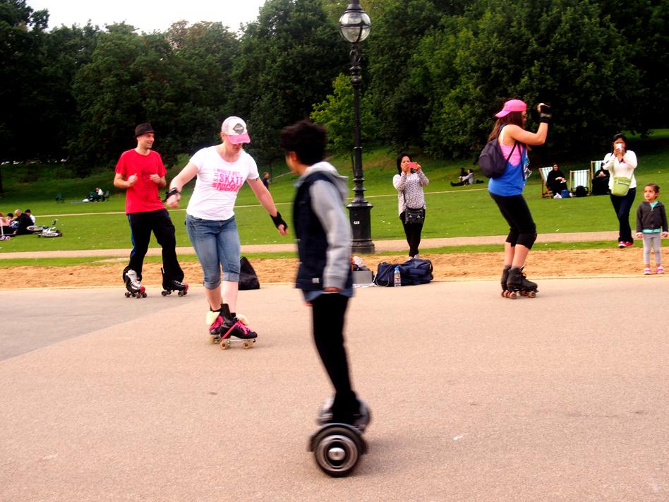 qué ver en Hyde Park gente patinando