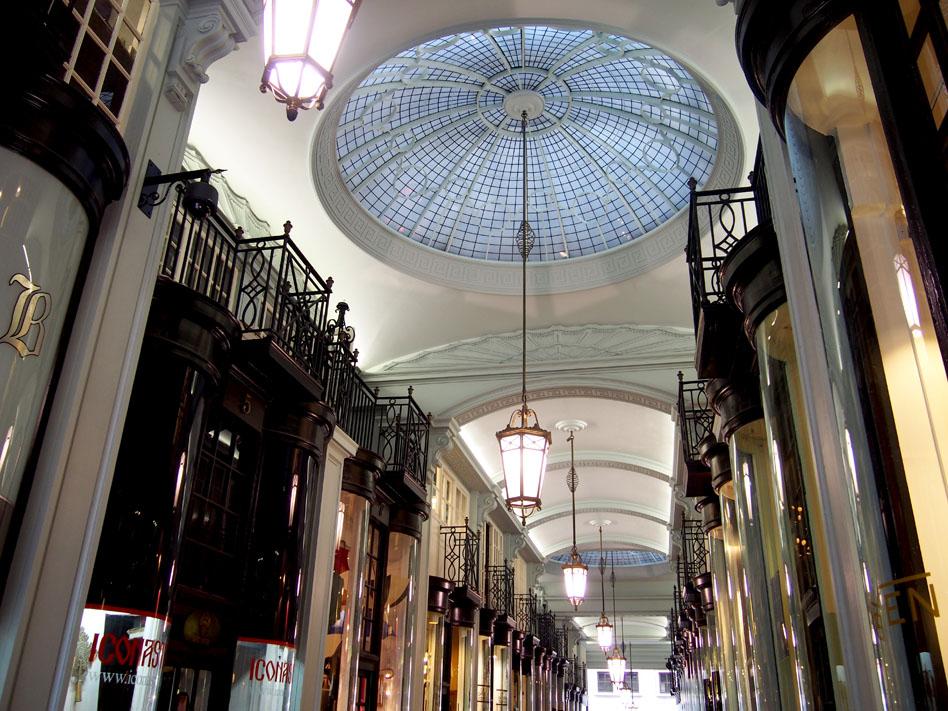 Ropa estilo britsh para hombre en Londres Picadilly Arcade interior