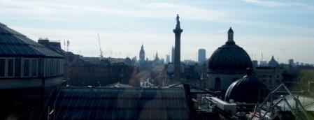 Vistas de Trafalgar Sq desde el café de la NAtional Portrait Gallery de Londres