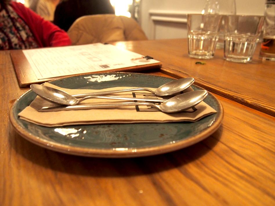 Dónde organizar una cena con amigas en Madrid Pipa & Co servicio