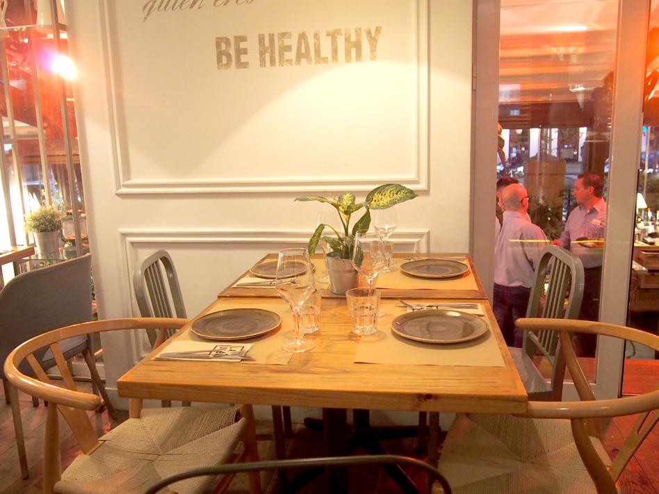 Dónde organizar una cena con amigas en Madrid Pipa & Co mesa
