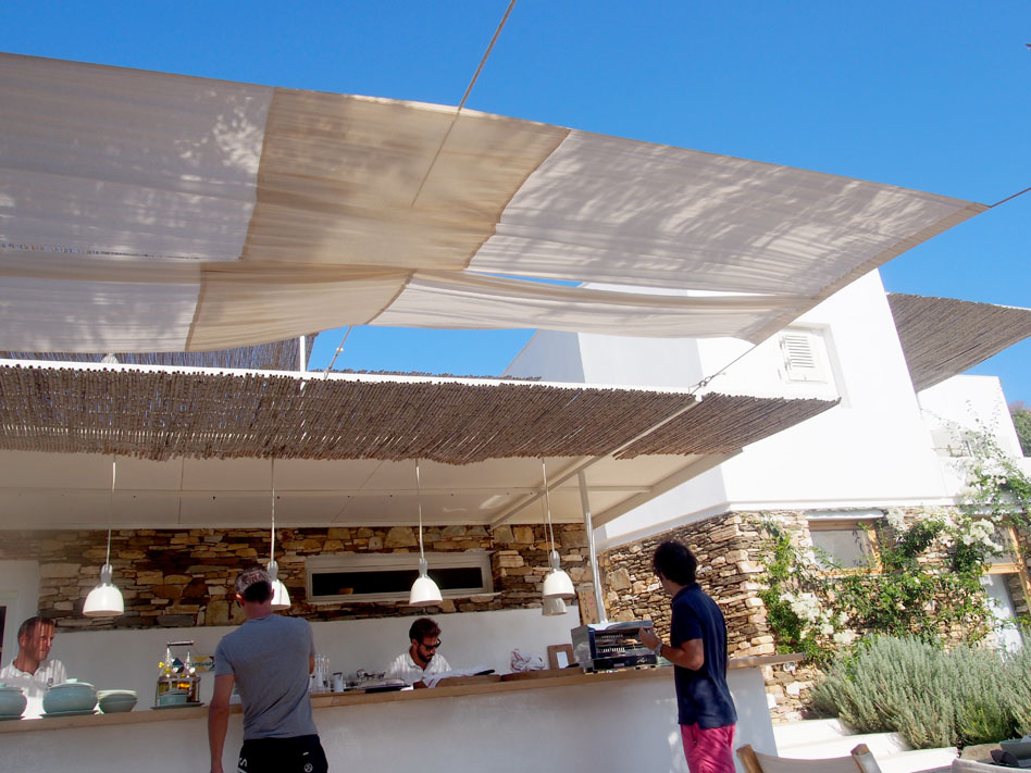 Hotel Kamarotí en Sifnos bar