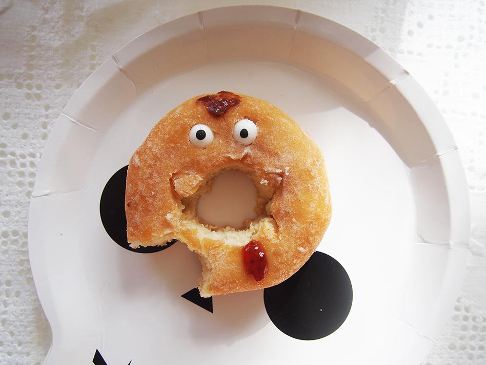 Ideas-geniales-de-comida-para-Halloween-donut mordido