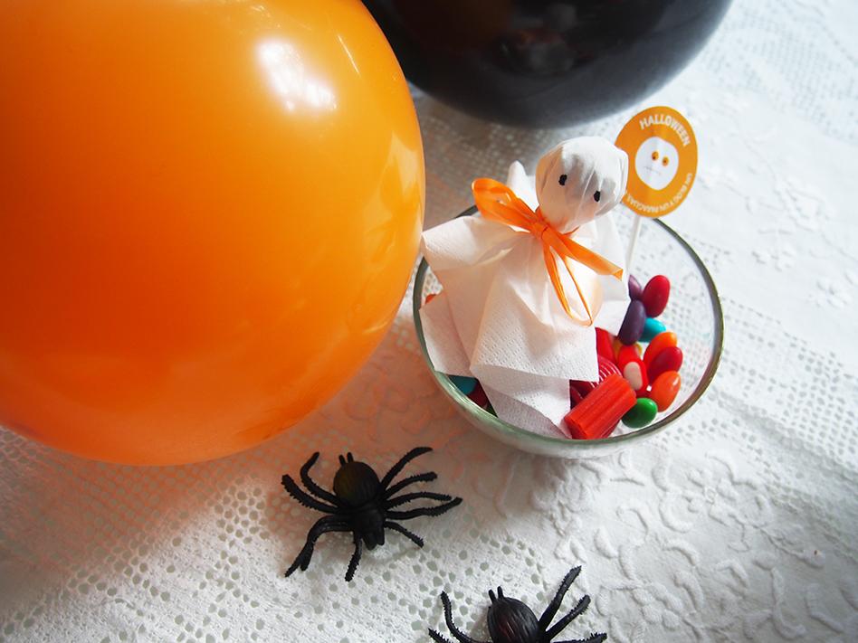 Ideas-geniales-de-comida-para-Halloween-fantasmas-chupachups