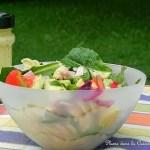 Une salade de pâtes bien complète (radis, avocat, jambon…)