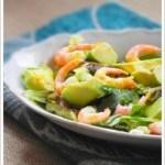 Salade avocat-crevettes avec vinaigrette au curry