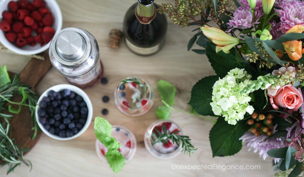 Prosecco berry smash cocktail recipe