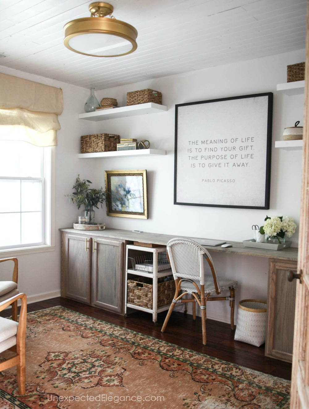 We all want our home to look amazing and wouldn't it be awesome if we could do it without spending a ton of money??  Check out these tips for creating a high-end look on a budget right now!!