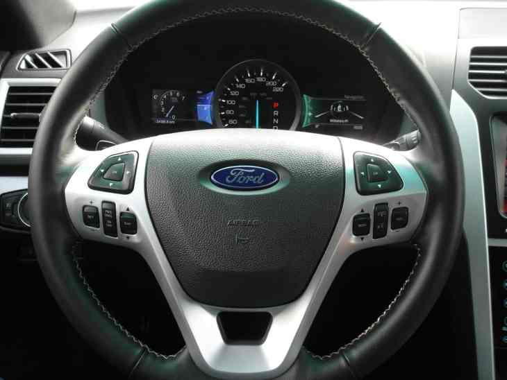 2013 Ford Explorer Sport steering wheel
