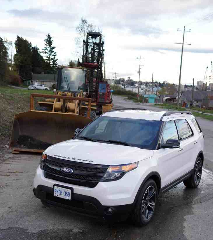 2013 Ford Explorer Sport bulldozer