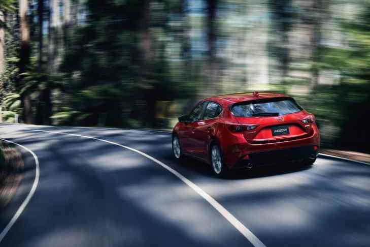 2014-Mazda3-Hatchback_4
