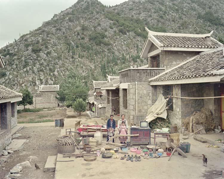 Familias chinas con todas sus posesiones. Foto: Huang Qingjun