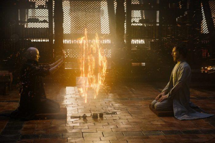 Immagini inedite ed alcune dichiarazioni del cast nella nuova featurette di Doctor Strange
