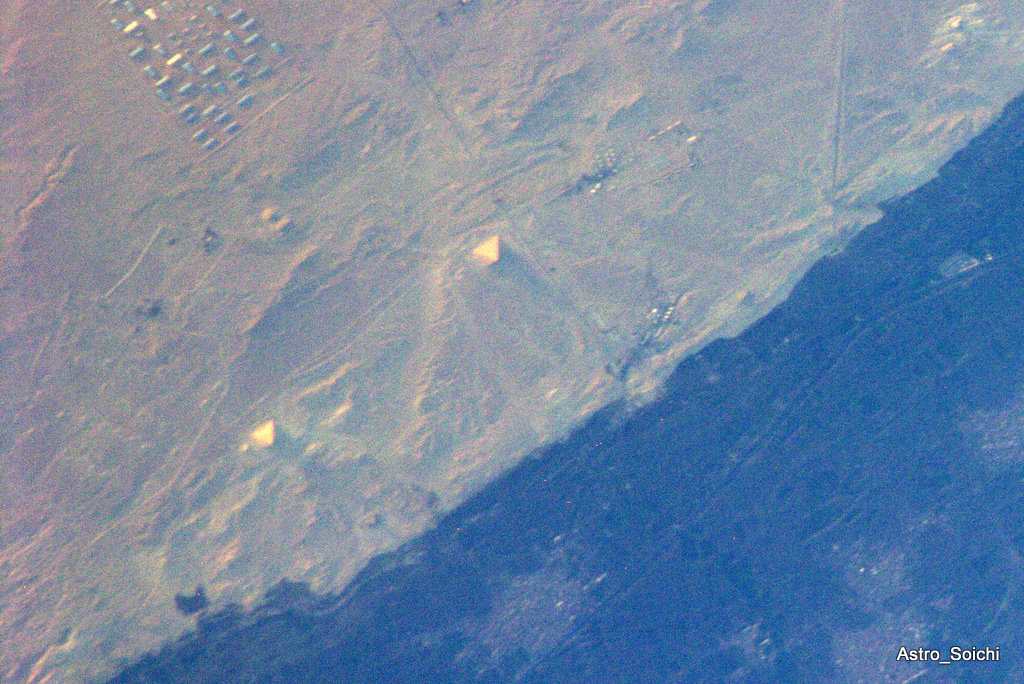 Can you see the pyramids from space universe today for A grande muralha da china