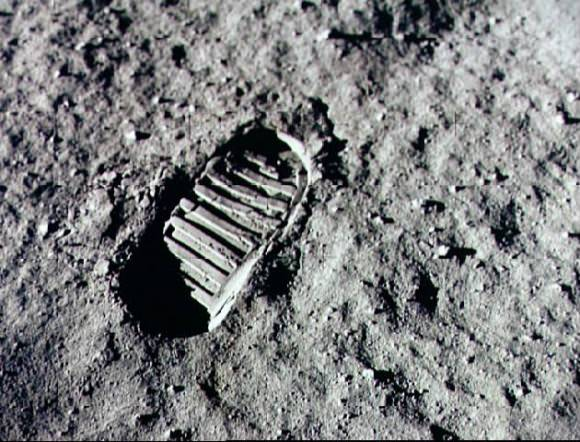 A boot print on the lunar regolith. Credit: NASA.