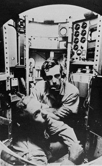 Lt. Don Walsh, USN (left) and Jacques Piccard (centre)<br data-recalc-dims=