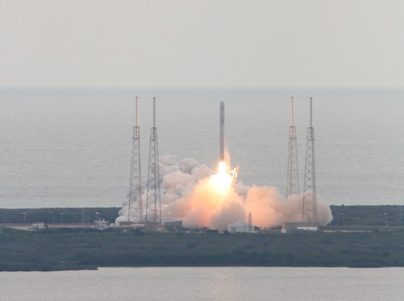 Falcon 9 SpaceX CRS-2 launch on March 1, 2013 ISS - shot fr