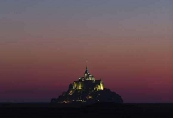 Planets conjunction over Mont-Saint-Michel, Normandy, France on May 26. Credit: Thierry Legault - www.astrophoto.fr