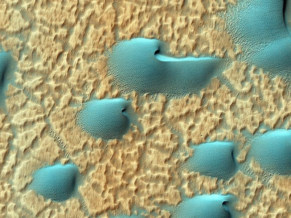 Dunes in Noachis Terra on Mars. Credit: NASA/JPL/University of Arizona