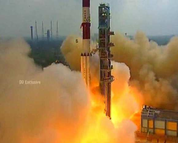 Flawless liftoff of India's Mars Orbiter Mission (MOM) on Nov. 5, 2013 from the Indian Space Research Organization's (ISRO) Satish Dhawan Space Centre SHAR, Sriharikota. Credit: ISRO
