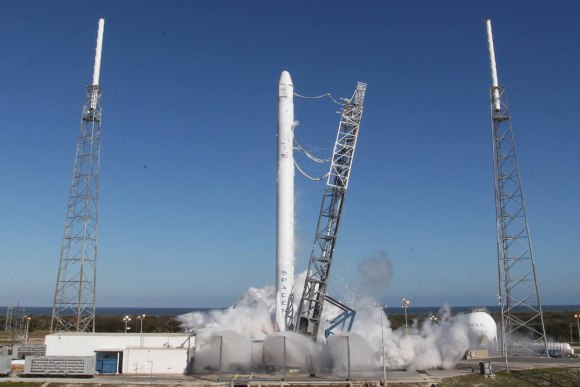 Falcon 9 and Dragon static fire test on March 8, 2014. Credit: SpaceX