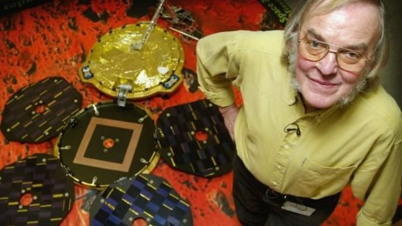 British planetary scientist Colin Pillinger with the Beagle 2 lander. Via BBC.