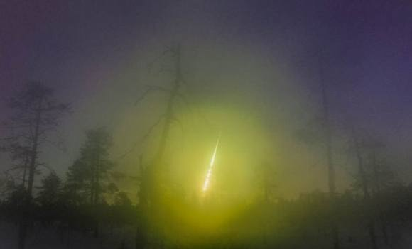 Amateur astronomer and physics teacher Asko Aikkila managed to catch the Kola fireball on videotape in Kuusamo, Finland on April 19, 2014. The picture has been processed to enhance the details. Credit: Asko Aikkila / Finnish Fireball Network