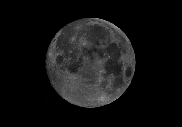 The perigee Full Moon of June 22nd, 2013. Credit: Russell Bateman (@RussellBateman1)