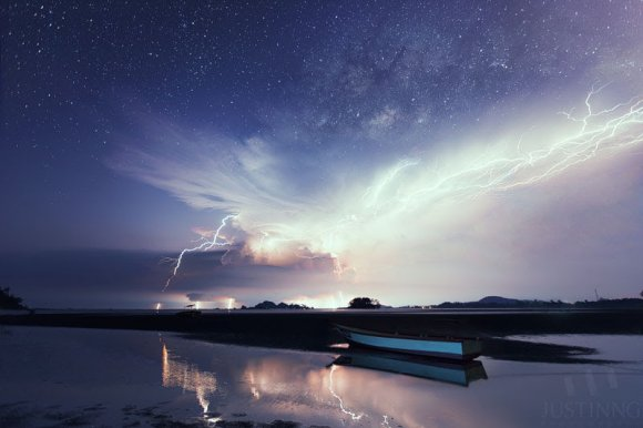 The rise of the Milky Way and a spectacular lightning display in Mersing, Malaysia o