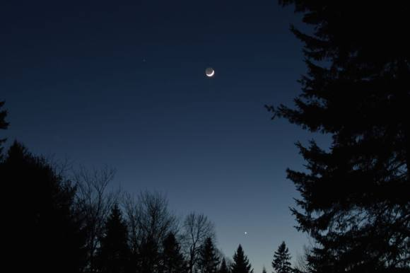 The Moon passes Mars and Venus last month... this week's pass is much closer! (Photo by Author).