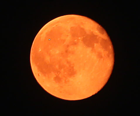 The waning gibbous moon was still the color of fire even at midnight last night due to heavy smoke from Canadian forest fires. Credit: Bob King