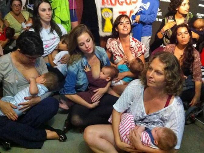 """La prima""""legge sull'allattamento al seno""""al mondo: multato chi esprime pregiudizio"""