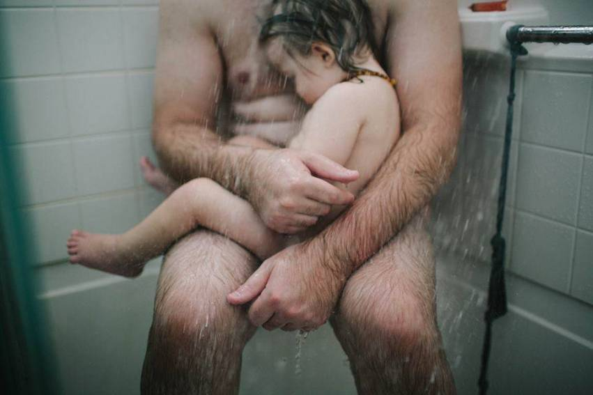 padre e figlio nudi