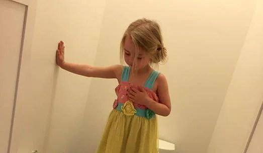 """""""Tutta la sua innocenza è sparita"""" dichiara la mamma di una bimba di 3 anni"""