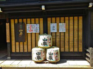 Tienda de sake, Tkayama
