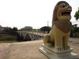 Antiguo puente de piedra de la época colonial