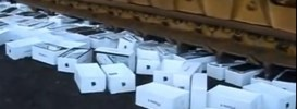 Destruction-of-Counterfeit-iPhones-in-Russia-hqgeek.com_.jpg