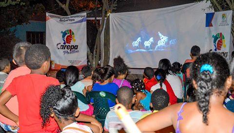 """ESTE Y TODOS LOS VIERNES """"CINE AL BARRIO"""" SIMULTÁNEAMENTE EN CUATRO PARQUES DE CAREPA"""