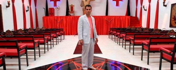 En el polémico templo del diablo ofician matrimonios