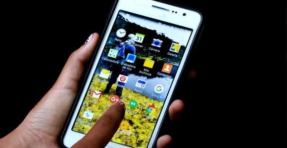 ¿Qué tanto tiempo gastan al mes los colombianos en redes sociales?