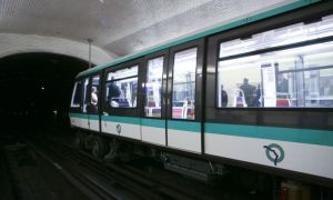 La RATP lance quatre comptes Twitter  partir de mercredi pour les lignes 1, 4, 12 et 13.