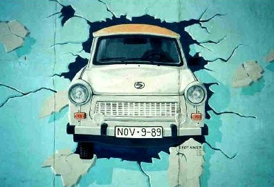 Berlin Wall Trabant grafitti Le mur de Berlin va t il tomber une seconde fois ?