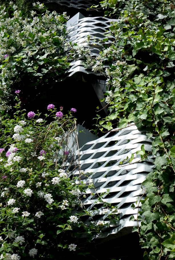 green-side-wall-jardi-tarradellas-exterior-mesh-balconies-urbangardensweb