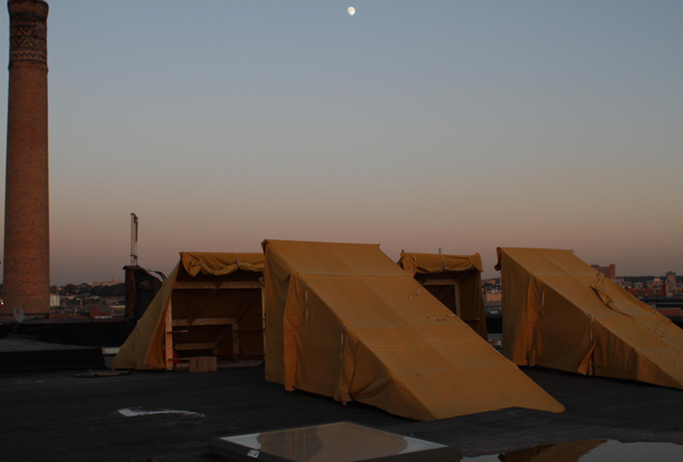bivouak-tents-nyc-night-rooftop-camping