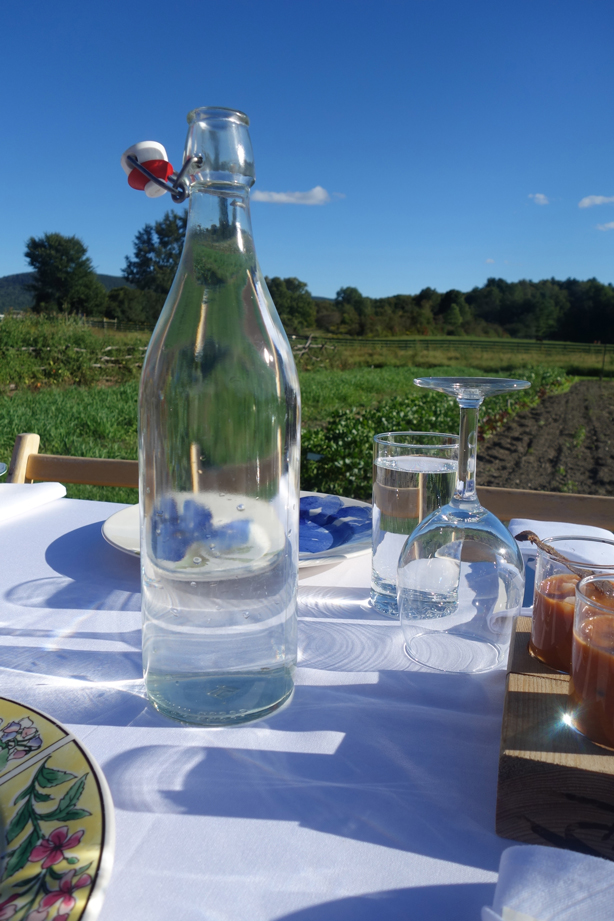 bottle-table-outstanding-in-field-urbangardensweb