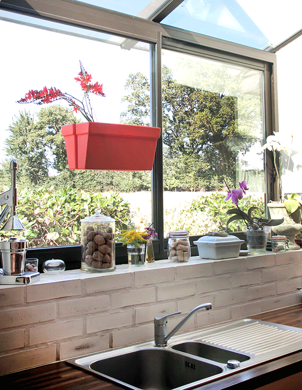 bliss-planter-box-on-kitchen-window