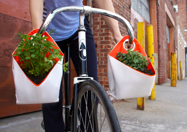 nomad-portable-planter-on-bike-handlebars
