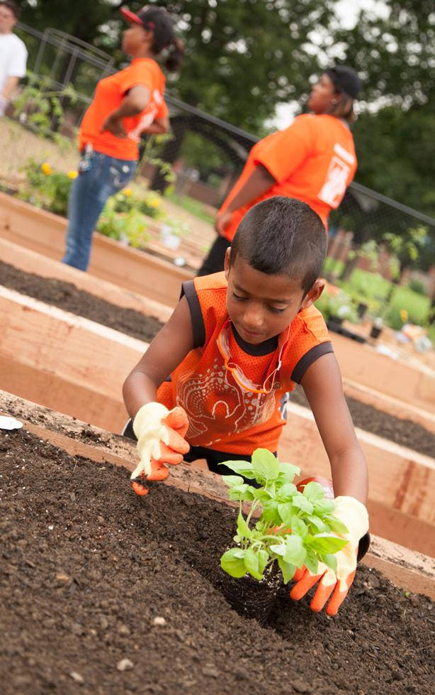 kid_planting__fiskars_POT_urbangardensweb