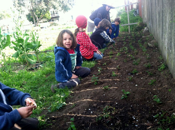Kids-At-Golden-Bridges-Urban-Farm-School_urbangardensweb