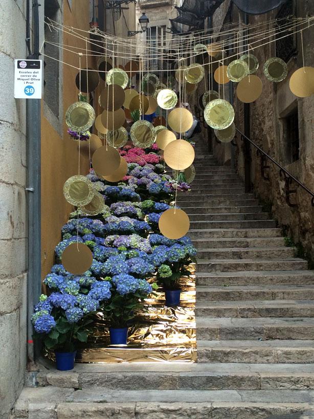 temps-de-flors-hydrangeas-hanging-spheres-urbangardensweb